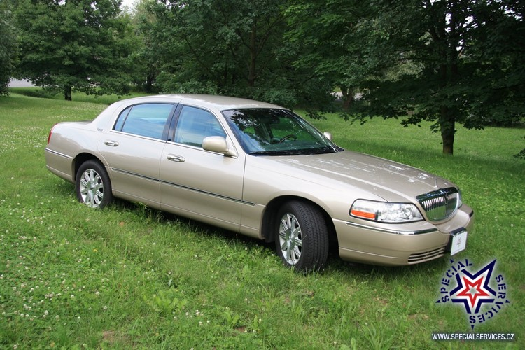 Lincoln Town Car Limited 2011